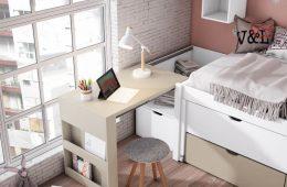 escritorio plegable junto a cama